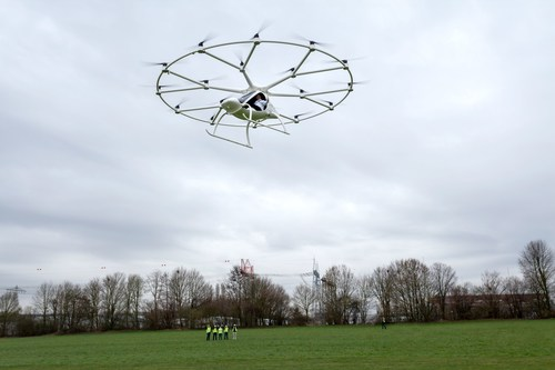 World premiere of manned flights in the Volocopter. e-volo Managing Director Alexander Zosel flies the ...