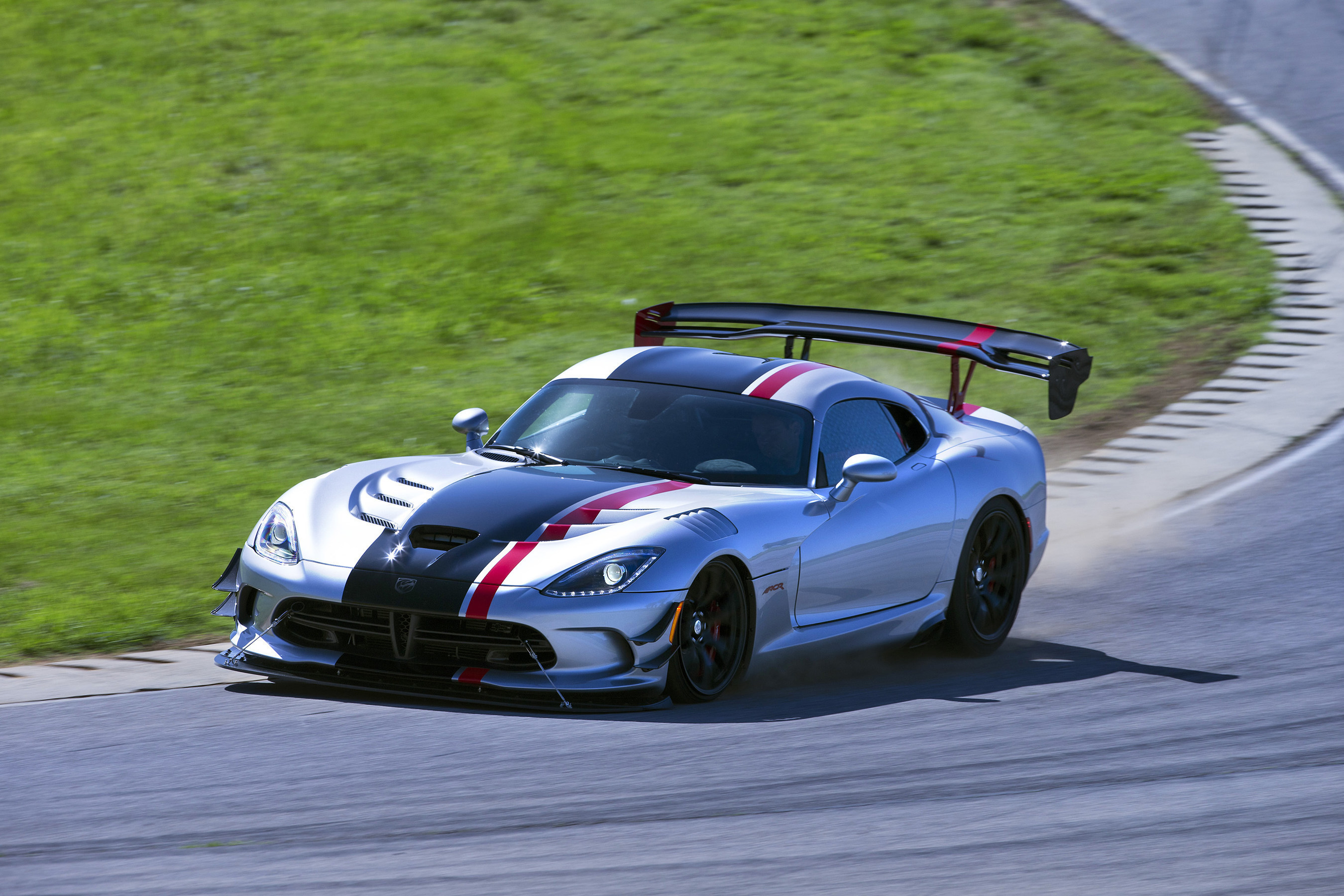 New 2016 Dodge Viper Acr Is Undisputed Track Record King After Setting More Road Course Lap