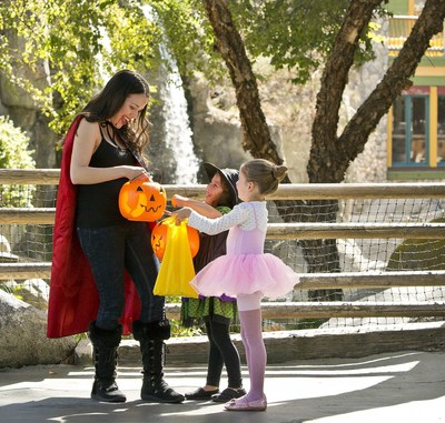 Knott's Spooky Farm trick or treating