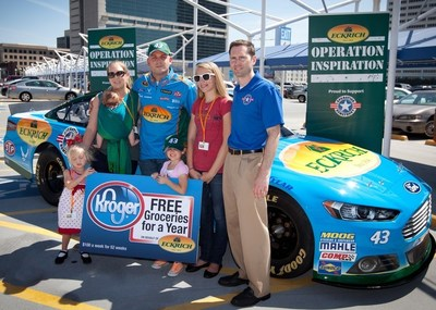 "Eckrich and ""The King"" Richard Petty Surprise Military Family (PRNewsFoto/Eckrich)"