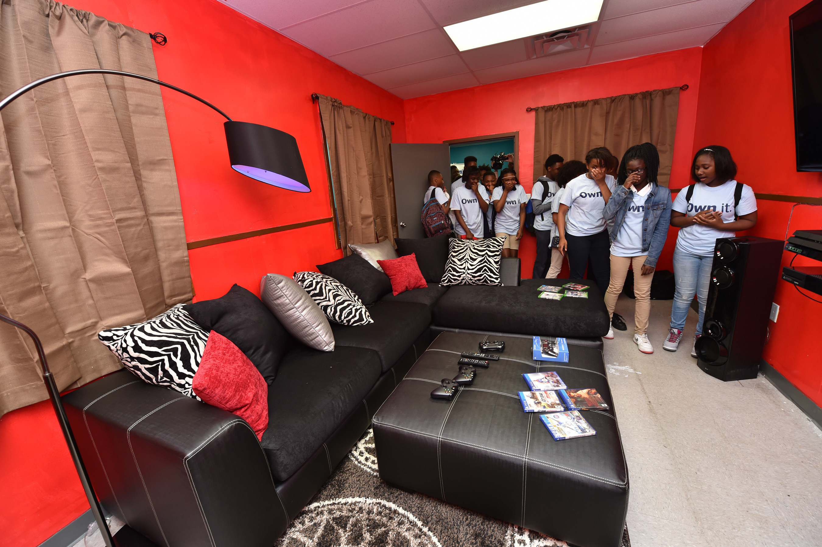 Aaron's, Inc. associates surprised 30 teens at Boys & Girls Clubs of Central Mississippi with a renovated Keystone Teen Center Friday, April 15, 2016, in Jackson, Mississippi. Keystone is Boys & Girls Clubs of America's premier teen leadership program which helps teens develop their character and leadership skills in hopes of helping them reach their potential and create positive change in their community.