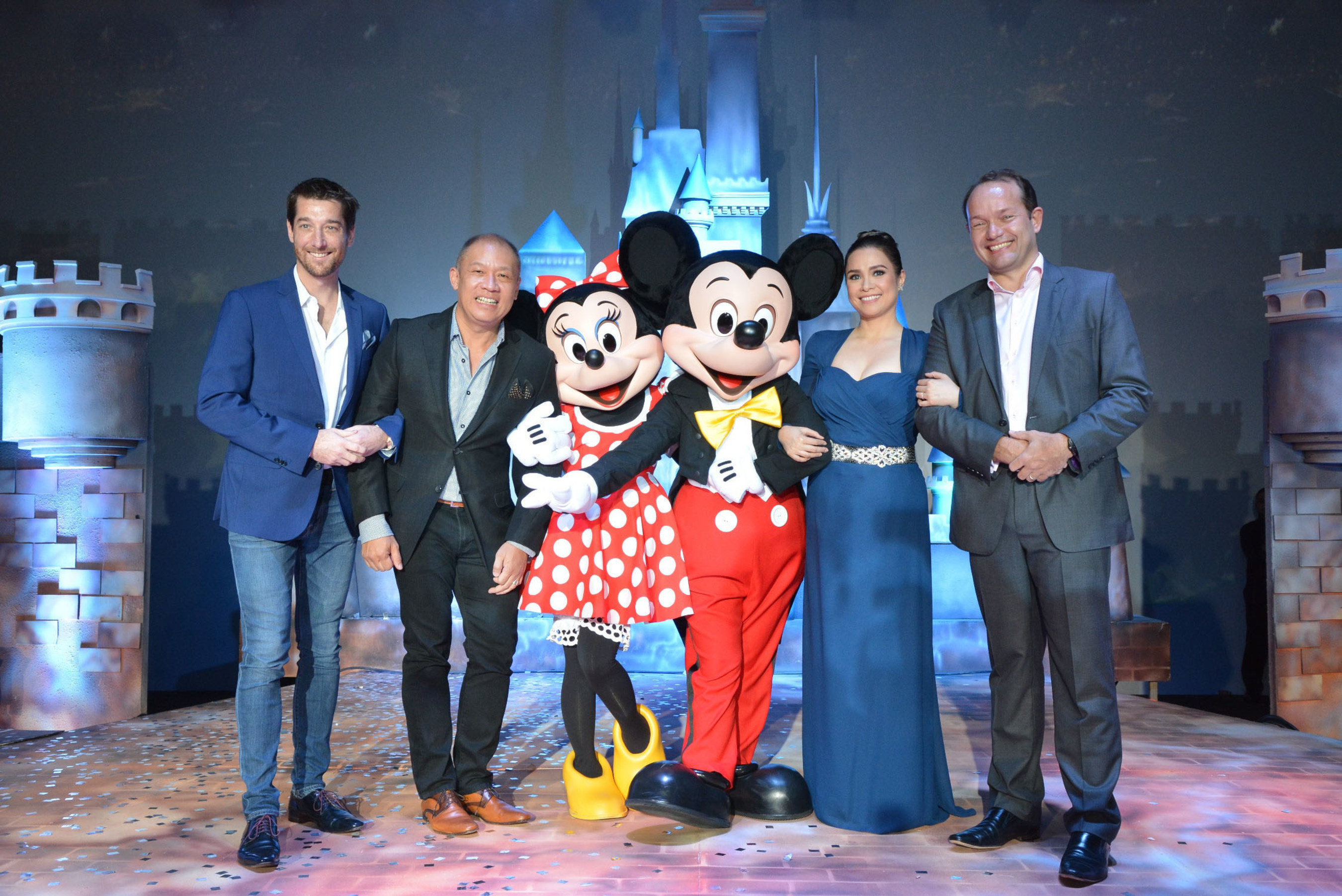 The no. 1 mobile brand in the country Globe Telecom is now officially the proud partner of Disney Family Entertainment with brands including Pixar, Star Wars, Marvel and global leader in short-form video, Maker Studios. Celebrating the partnership are (L-R) Globe Senior Advisor for Consumer Business Dan Horan, Globe President and CEO Ernest Cu, Disney's Minnie Mouse and Mickey Mouse, special guest and Disney legend Lea Salonga, and Managing Director, The Walt Disney Company Southeast Asia, Rob Gilby.