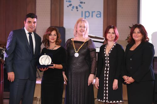 From left to right: Turkcell Chief Corporate Affairs Officer Koray Ozturkler, Division Head of Corporate Cizitenship Zeynep Ozbil and Division Head of Corporate Communications Filiz Tuzun together with UN UNICEF Representative Sema Hosta and IPRA President Johanna McDowell.
