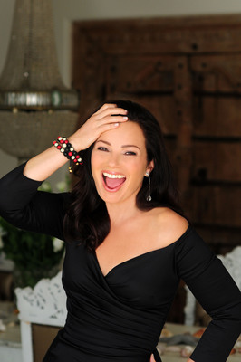 Cancer Schmancer's Fran Drescher models the Nialaya bracelet set to be sold on JPSelects.com to raise money for cancer awareness. PHOTO SOURCE: Russell Baer for Coco Eco Magazine.  (PRNewsFoto/JPSelects.com, Russell Baer)