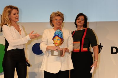 Maria-Furtwaengler-Burda, Awardee EU Justice Commissioner and Vice-President of the European Commission Viviane Reding and active human rights defender and wife of a former British prime minister Cherie Blair. (PRNewsFoto/Hubert Burda Media)
