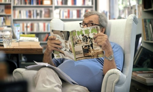Literature critic Hellmuth Karasek takes a close look at the 2016 IKEA catalogue. (PRNewsFoto/IKEA) (PRNewsFoto/IKEA)