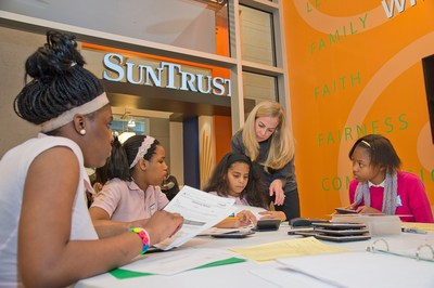 SunTrust teammates' volunteer efforts often focus on organizations that support financial education, where they share the value of planning, budgeting and making sound financial decisions.