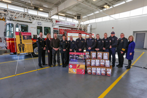 Country singer Craig Morgan (third from left) joins Kidde Fire Safety and leaders from the Tennessee State Division of Fire Prevention and the National Fallen Firefighters Foundation to announce the first group of fire departments to receive Kidde Worry-Free smoke alarms during the singer's VA Mortgage Leader Presents Craig Morgan The Journey Tour. The alarm donations kicked off at Dickson City Fire Department in the Black River Entertainment recording artist's hometown.  (PRNewsFoto/Kidde)