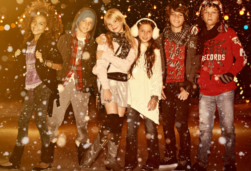 77kids by American Eagle Glows Bright for Holiday Style + Gifts