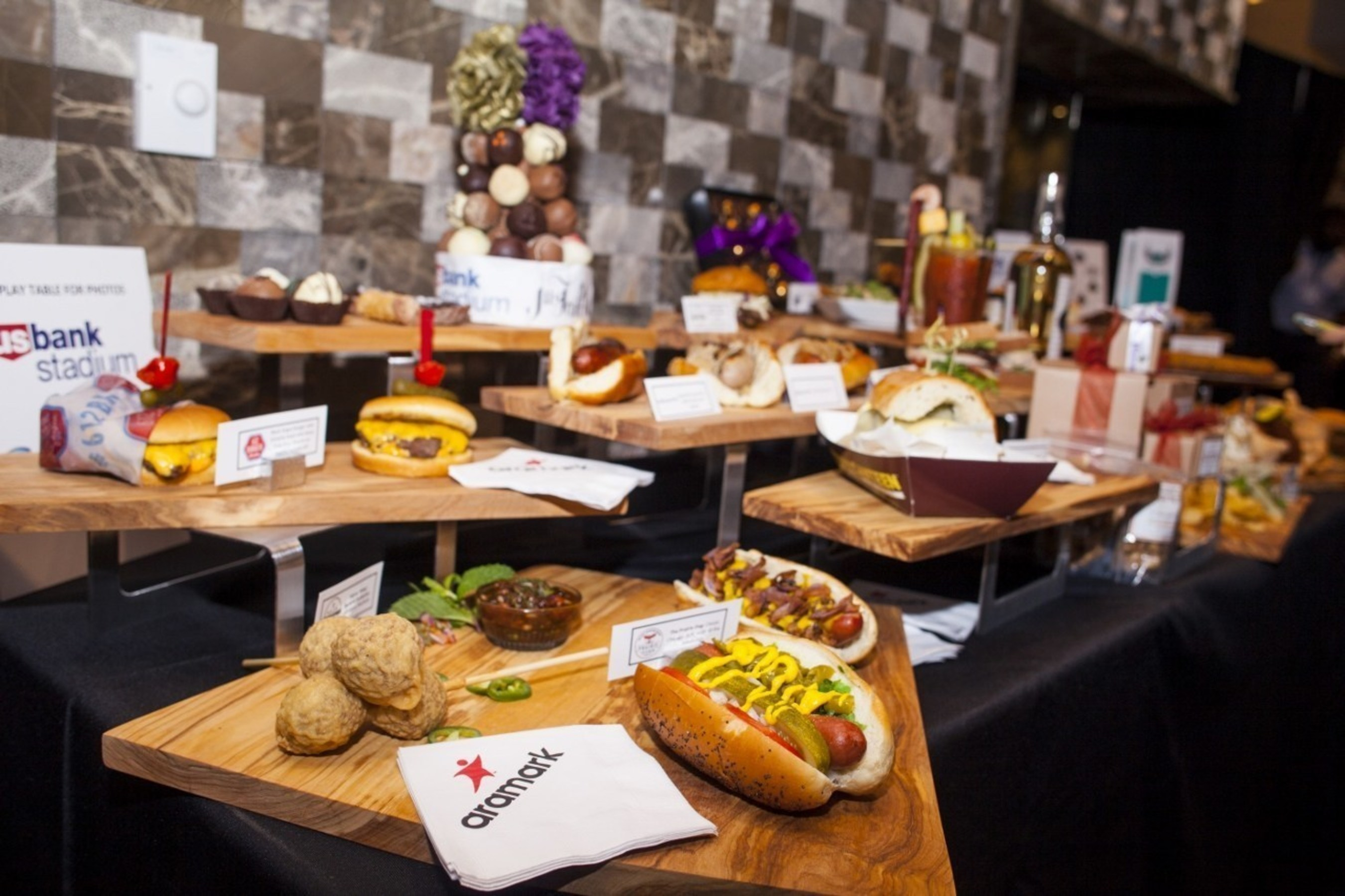 Aramark, Minnesota Sports Facilities Authority, Minnesota Vikings and SMG today unveil a savory stadium menu for the new U.S. Bank Stadium, featuring more than 20 restauranteurs, caterers and small business owners from the Twin Cities.