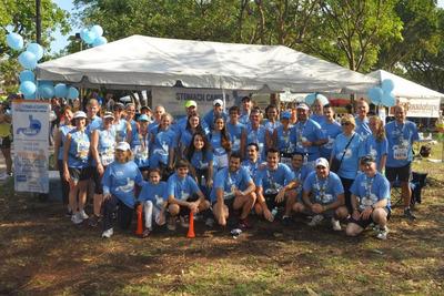 Our Dream Team in the 2013 Miami Marathon and Half Marathon. (PRNewsFoto/Debbie's Dream Foundation: Curing Stomach Cancer) (PRNewsFoto/DEBBIE'S DREAM FOUNDATION)
