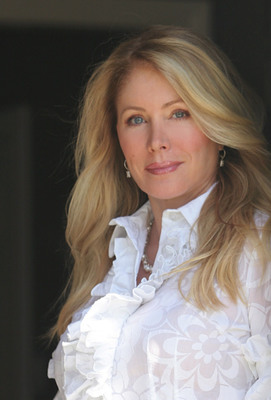 Valerie Fitzgerald, president of The Valerie Fitzgerald Group, is a leading Beverly Hills luxury real estate broker and a Coldwell Banker top agent with career sales totaling over $3 billion in the greater Los Angeles real estate market. (PRNewsFoto/Valerie Fitzgerald)