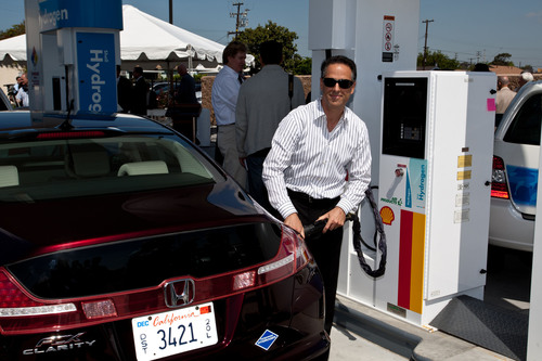 In an opening ceremony, customer Jon Spallino became the first retail fuel-cell electric vehicle customer to fill at the station.  (PRNewsFoto/American Honda)