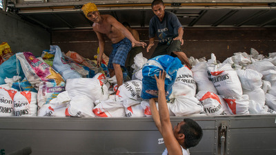 Volunteers help World Vision distribute food, water, and other emergency supplies on Thursday to survivors of Typhoon Haiyan in the Philippines.  (PRNewsFoto/World Vision U.S.)