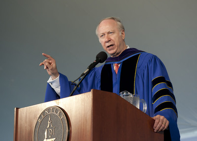 Political analyst and former presidential adviser David Gergen speaks to an audience of thousands at Bentley University's 92nd annual undergraduate commencement ceremony.  (PRNewsFoto/Bentley University, Brian Smith)