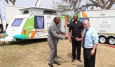Dr. David Parirenyatwa (Zimbabwe Minister of Health and Child Care), Dr. Owen Mugurungi (Director of AIDS & TB Program, Zimbabwe MoHCC) and Mr. Eddy Horowitz (CEO, Circ MedTech) seen cutting the ribbon at the caravan handover ceremony. Harare, Zimbabwe. Photo Credit: Zimbabwe MoHCC.