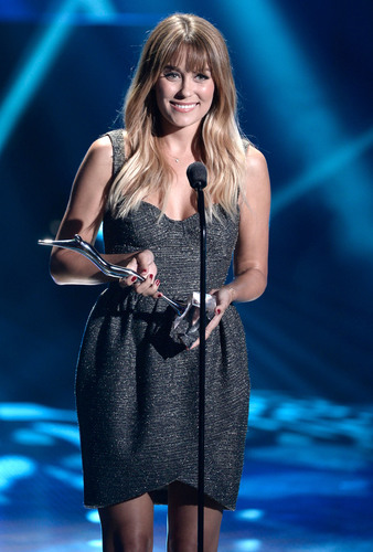 SodaStream, whose mission is to eliminate bottles and cans to significantly reduce our global carbon footprint and become a bottle-free planet, awarded author and green style maven Lauren Conrad with the first SodaStream UnBottle the World Award for her environmental commitment to creating solutions for a more sustainable tomorrow at the Young Hollywood Awards on August 1, 2013.  (PRNewsFoto/SodaStream)