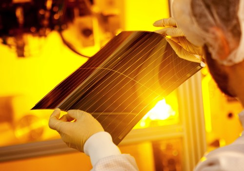 Heliafilm - superior low light and high temperature energy harvesting performance (PRNewsFoto/Heliatek) ...