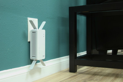 The new DAP-1860 range extender offers MU-MIMO technology to provide extended high-speed wi-fi coverage with the push of a button.