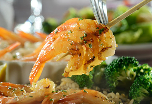Hurry in for a variety of delicious shrimp choices, like NEW Spicy Soy-Wasabi Grilled Shrimp (pictured) or savory Garlic Shrimp Scampi. Served with salad and unlimited Cheddar Bay Biscuits.  (PRNewsFoto/Red Lobster)