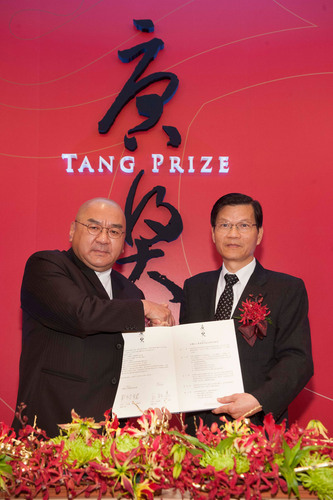 Tang Prize Foundation Established in Taiwan, Academia Sinica to be Responsible for the Nomination and Selection. Left: Samuel Yin, Founder of Tang Prize foundation; right: Chi-Huey Wong, President of Academia Sinica.  (PRNewsFoto/Tang Prize Foundation)