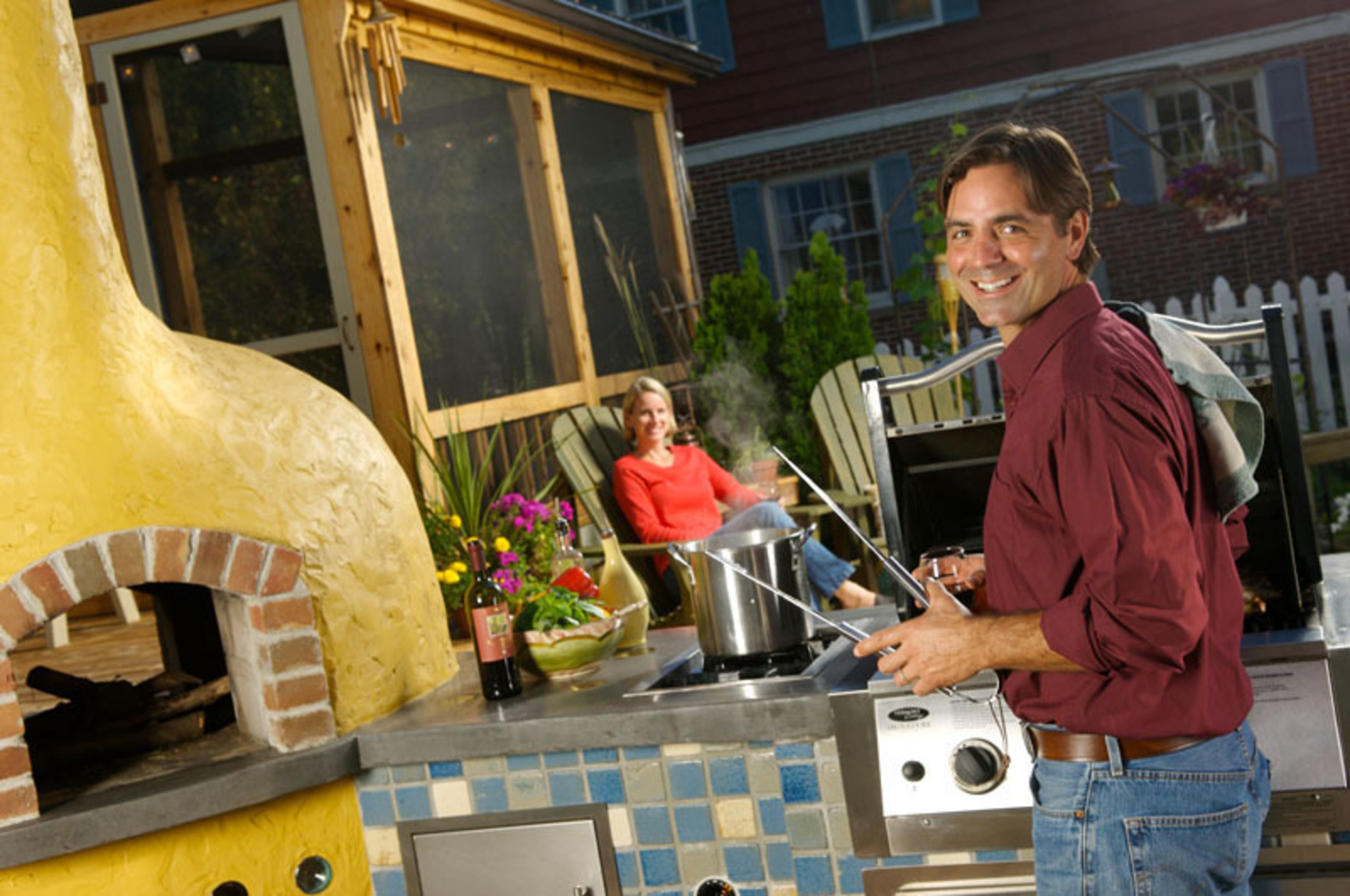 Click away during the next gathering on your deck - and you could win $1,000.  (PRNewsFoto/Thompson's Water Seal)