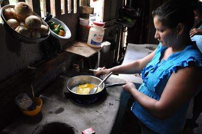 Nicaraguan coffee farmer, Fátima Blandón, cooking with biogas . Yalí, Jinotega, Nicaragua