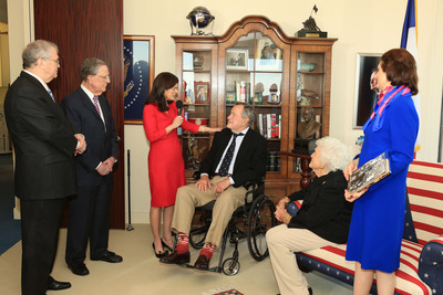 Photo: L-R:  Tom Johnson, LBJ Foundation Chairman Emeritus; Larry Temple, LBJ Foundation Chairman; Luci Baines Johnson; President George H. W. Bush; Barbara Bush; Lynda Johnson Robb; Photo credit:  McNee Productions.  (PRNewsFoto/Lyndon Baines Johnson Foundation, McNee Productions)