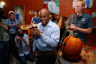 Denver Mayor Michael Hancock kicks off Denver Beer Fest by tapping his official Mayor Mike's 5280 Brew at Denver Beer Company.  (PRNewsFoto/VISIT DENVER, The Convention & Visitors Bureau)