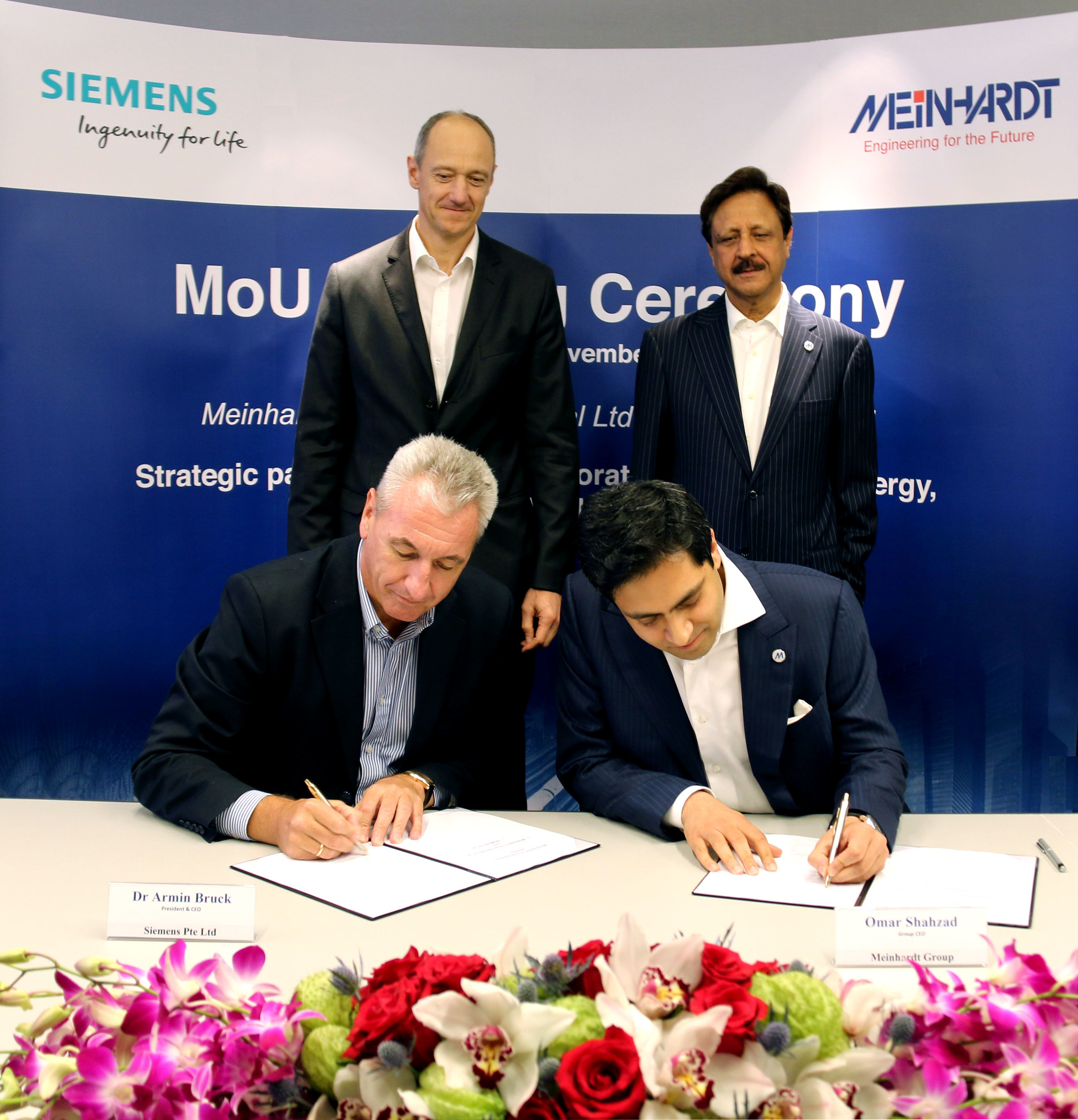 Witnessing the signing ceremony are Dr. Roland Busch Managing Board member of Siemens AG (pictured on the top left) & Dr S. Nasim, Executive Group Chairman, Meinhardt Group International Ltd (top right). Dr. Armin Bruck, President and CEO Siemens Pte Ltd is pictured on the bottom left & Mr Omar Shahzad, Group CEO, Meinhardt Group International Ltd is pictured on the bottom right.