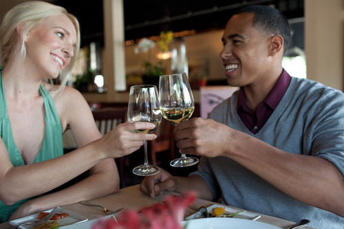 """Claremont, California's """"Beat the Southern California Heat"""" hotel package includes two welcoming cocktails or non-alcoholic beverages, along with movie tickets and gift cards for desserts. (PRNewsFoto/Discover Claremont)"""