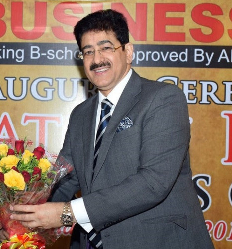 Sandeep Marwah titled With Global Green Ambassador (PRNewsFoto/AAFT)