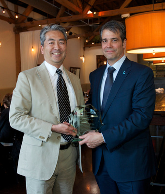 John Bozzella, Global Automakers' President and CEO presenting Assemblymember Al Muratsuchi with the Legislator of the Year Award.