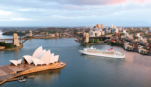 A Fred.Olsen Cruise Lines ship nears its destination of Balmoral in Sydney, Australia.  (PRNewsFoto/MTN Communications)