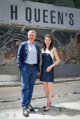 Ms. Kristine Li, Deputy General Manager of Henderson Leasing Agency Company Limited (right) announces that 7 top galleries and brands will expand their distinctive art and lifestyle presence in H Queen's, including Mr. David Zwirner (left) who will take up 2 floors to debut his first gallery in Asia.