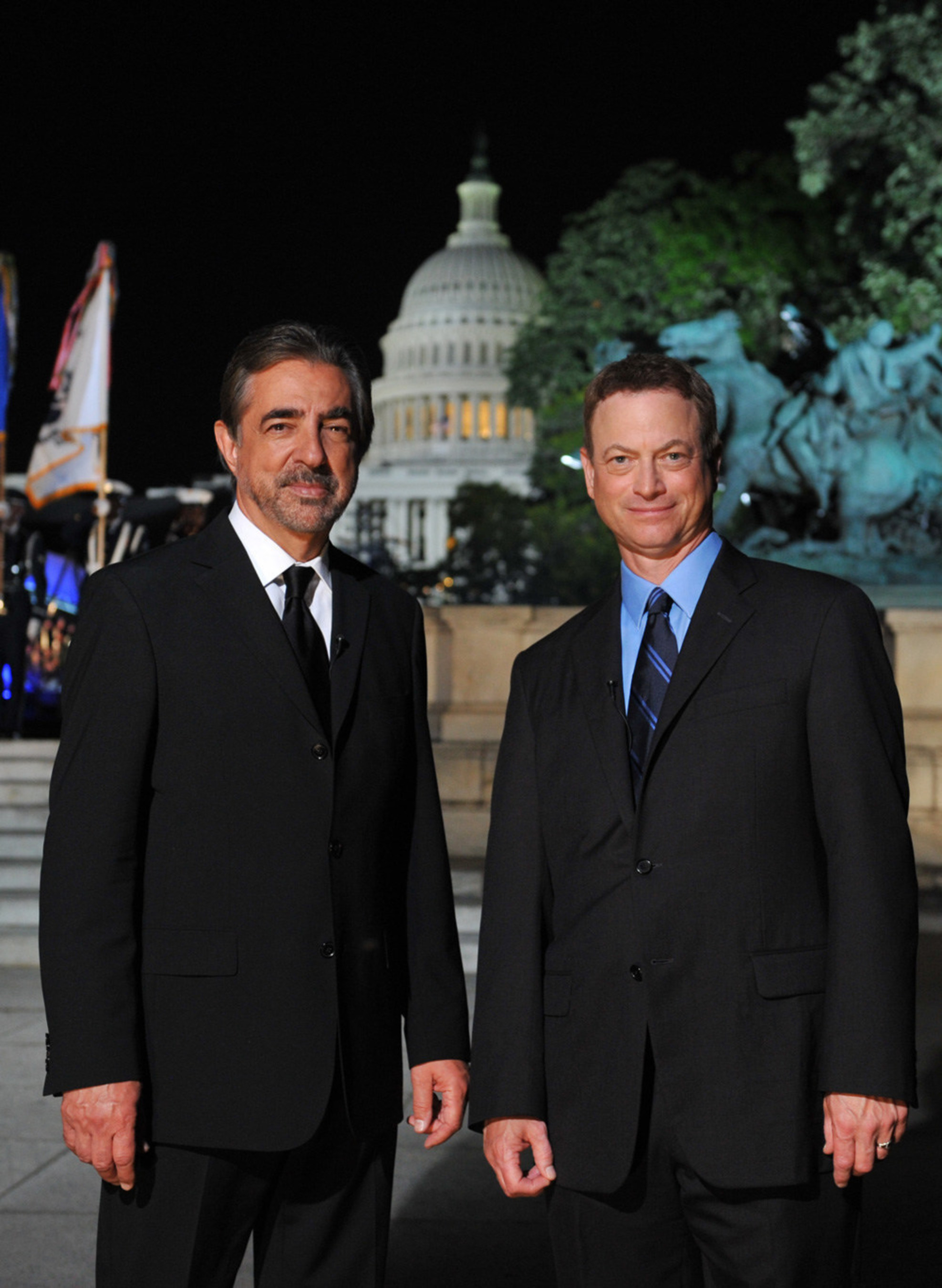 Tony Award-winner Joe Mantegna and Emmy Award-winner Gary Sinise co-host theNATIONAL MEMORIAL DAY CONCERT returning live from the West Lawn of the U.S.Capitol on Sunday, May 24, 2015 from 8:00 to 9:30 p.m. ET.  The broadcastmarks the tenth anniversary that the acclaimed actors, who dedicatedthemselves to veterans' causes and supporting our troops in active service,co-host the event.