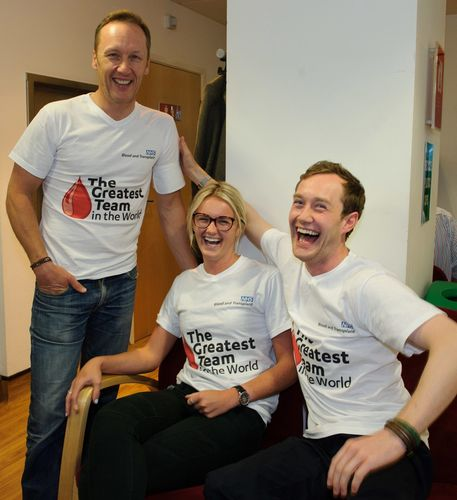 Lee Dixon with 1st time donors Emma Richardson and Thomas Wylie Davidson (PRNewsFoto/NHS Blood and Transplant)