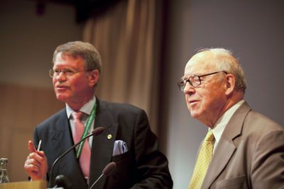 Bengt Wiktorsson, chairman of SVF, and Hans Blix, former head of IAEA, at the Peace and Security Summit 2013.