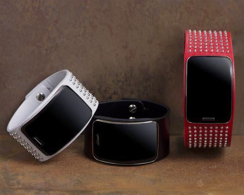 Diesel Black Gold Runway Samsung Gear S Collection (PRNewsFoto/Samsung Electronics Co., Ltd.)