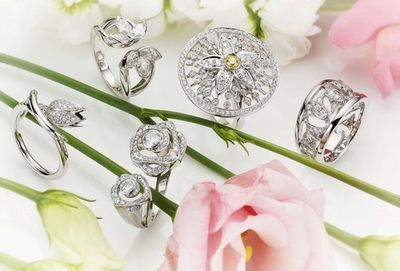 """Boodles Launches New """"Maymay"""" Collection of Flower Rings"""