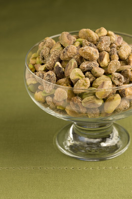 Go Green with Pistachios for the Holidays to Keep Your Diet off the Naughty List.  (PRNewsFoto/TheGreenNut.org)