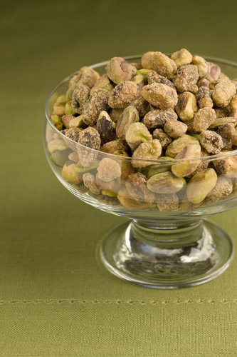 Americans Keep Their Holiday Diets Off the Naughty List by 'Going Green With Pistachios for Better