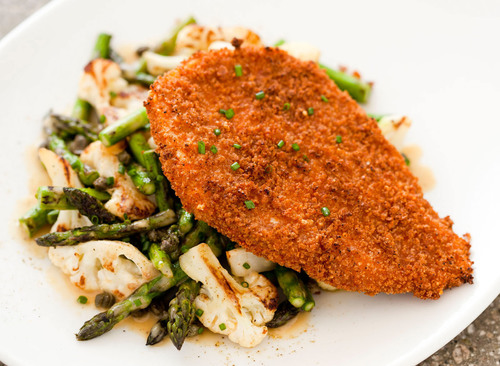 Art's Unfried Chicken with Cauliflower and Asparagus.  (PRNewsFoto/LYFE Kitchen)