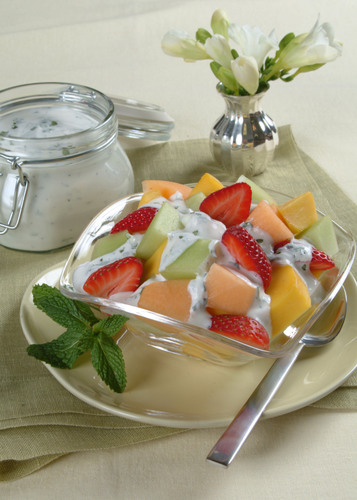 Revitalize lunchtime with sweet and summery memories year-round featuring California dairy products. Visit RealCaliforniaMilk.com for a cheat-sheet on lunchbox tips and recipes.  (PRNewsFoto/California Milk Advisory Board)