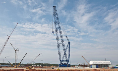 The heavy lift derrick at Plant Vogtle stands 560 feet tall.  (PRNewsFoto/Georgia Power)