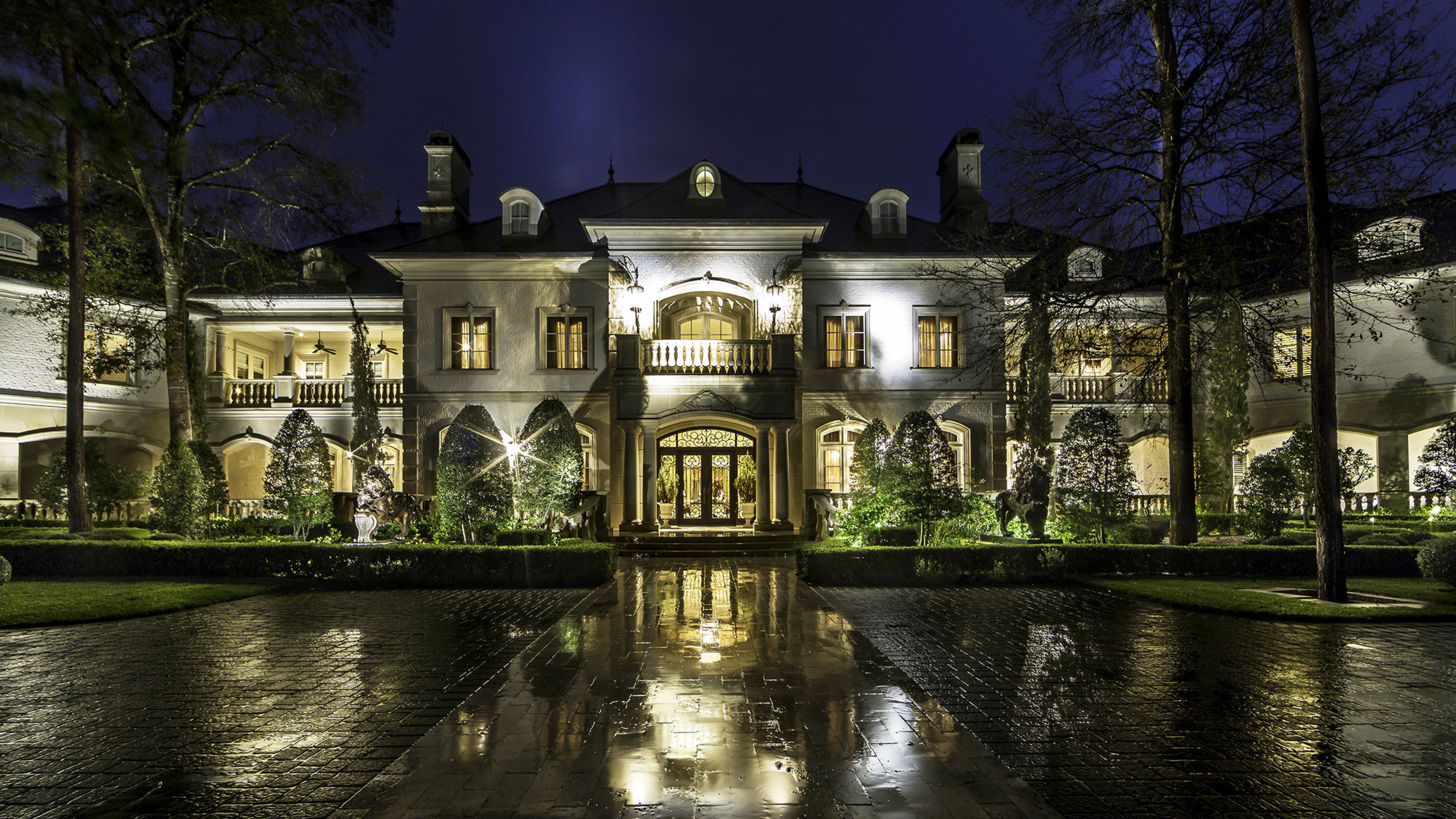 Platinum Luxury Auctions Offers Sprawling Mansion in The Woodlands, TX