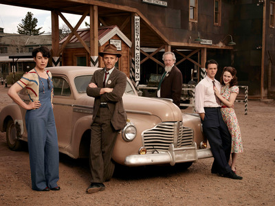"(L-R) Olivia Williams as ""Liza Winter;"" John Benjamin Hickey as ""Frank Winter;"" Daniel Stern as ""Glen Babbit;"" Ashley Zukerman as ""Charlie Isaacs;"" and Rachel Brosnahan as ""Abby Isaacs,"" in WGN America's ""Manhattan,"" premiering SUNDAY, JULY 27 (9 p.m. ET / 8 p.m. CT). (PRNewsFoto/WGN America)"