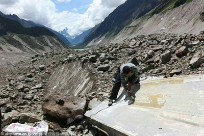 On August 5, volunteers collected wreckage in the 4,200-meter-high area