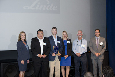 Exemplary leadership in energy and carbon management has earned Linde North America Inc a Cool Planet award from Southern California Edison and The Climate Registry. (Left to right) : Kimberly Rodriguez of Southern California Edison; Fernando Franco, Philip Evatt and Jeannine Hillmer of Linde; Mike Anthony with Southern California Edison; and David Rosenheim, executive director of the Climate Registry.