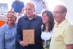 OnlineShoes.com Receives Emerging Brand Trailblazer Award.  (PRNewsFoto/OnlineShoes.com)